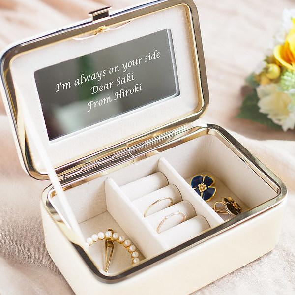 宝物を収納するアクセサリーボックス